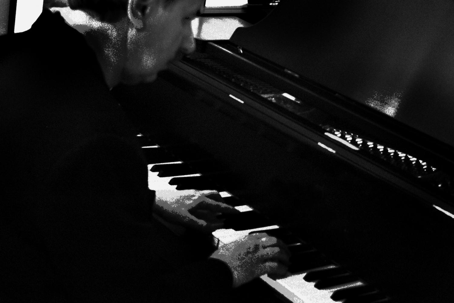 Jazz Dude at piano - photo by David Bravo